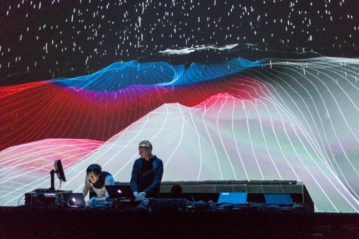 CYNETART_2013-11-15--photo-david-pinzer-8760 - microscope session I - Arovane und Akitoshi Mizutani - Visuals